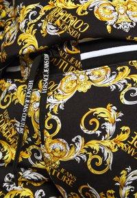 Versace Jeans Couture - FLEECE NEW LOGO - Trainingsbroek - nero - 6
