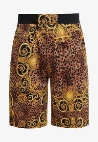 Versace Jeans Couture - PANTALONI CORTI - Short - gold - 3