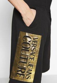 Versace Jeans Couture - LOGO - Spodnie treningowe - black/gold - 4