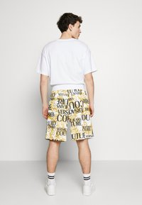 Versace Jeans Couture - Shorts - white - 2