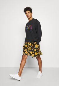 Versace Jeans Couture - FRONT LOGO GIOIELLI PRINT - Shorts - black - 1