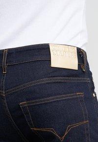 Versace Jeans Couture - PANTALONI UOMO - Vaqueros slim fit - indigo - 4