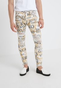 Versace Jeans Couture - ALLOVER  - Jeans slim fit - white - 0