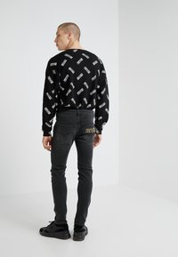 Versace Jeans Couture - Vaqueros slim fit - black