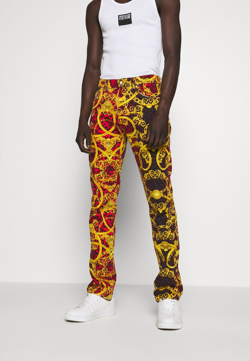 Versace Jeans Couture - MILANO ALLOVER PRINT - Džíny Slim Fit - red