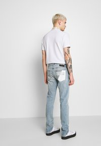 Versace Jeans Couture - SLIM BACK POCKET LOGO - Jeans Slim Fit - blue denim - 2
