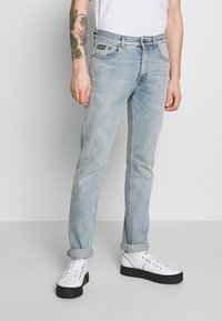 Versace Jeans Couture - SLIM BACK POCKET LOGO - Jeans Slim Fit - blue denim - 0