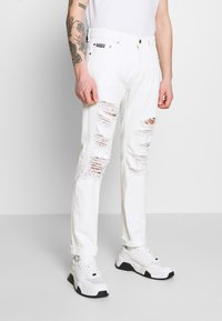 Versace Jeans Couture - MILANO DESTROYED - Slim fit jeans - white - 0