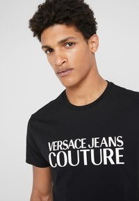 Versace Jeans Couture - MAGLIETTE - T-shirt med print - black - 4