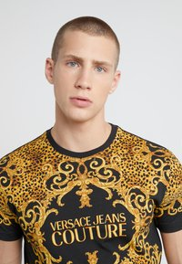 Versace Jeans Couture - MAGLIETTE UOMO - T-shirts med print - nero - 4