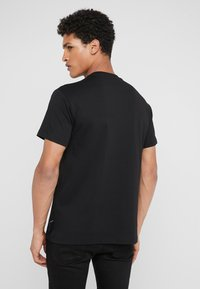 Versace Jeans Couture - MAGLIETTE UOMO - T-shirt z nadrukiem - nero - 2