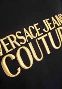 Versace Jeans Couture - MAGLIETTE UOMO - T-shirt z nadrukiem - nero - 5