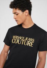 Versace Jeans Couture - MAGLIETTE UOMO - T-shirt z nadrukiem - nero - 3