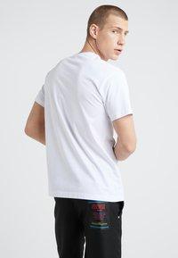 Versace Jeans Couture - MAGLIETTE UOMO - Triko spotiskem - bianco ottico - 2