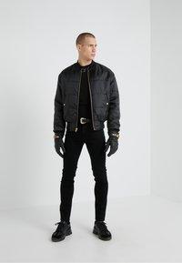 Versace Jeans Couture - MAGLIETTE  - Print T-shirt - nero - 1