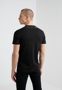 Versace Jeans Couture - MAGLIETTE  - Print T-shirt - nero - 2