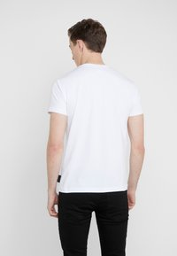 Versace Jeans Couture - MAGLIETTE UOMO - T-shirts med print - bianco ottico - 2