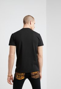 Versace Jeans Couture - MAGLIETTE UOMO - T-shirts med print - nero - 2