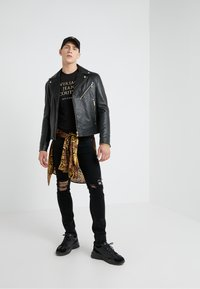 Versace Jeans Couture - MAGLIETTE UOMO - T-shirts med print - nero - 1