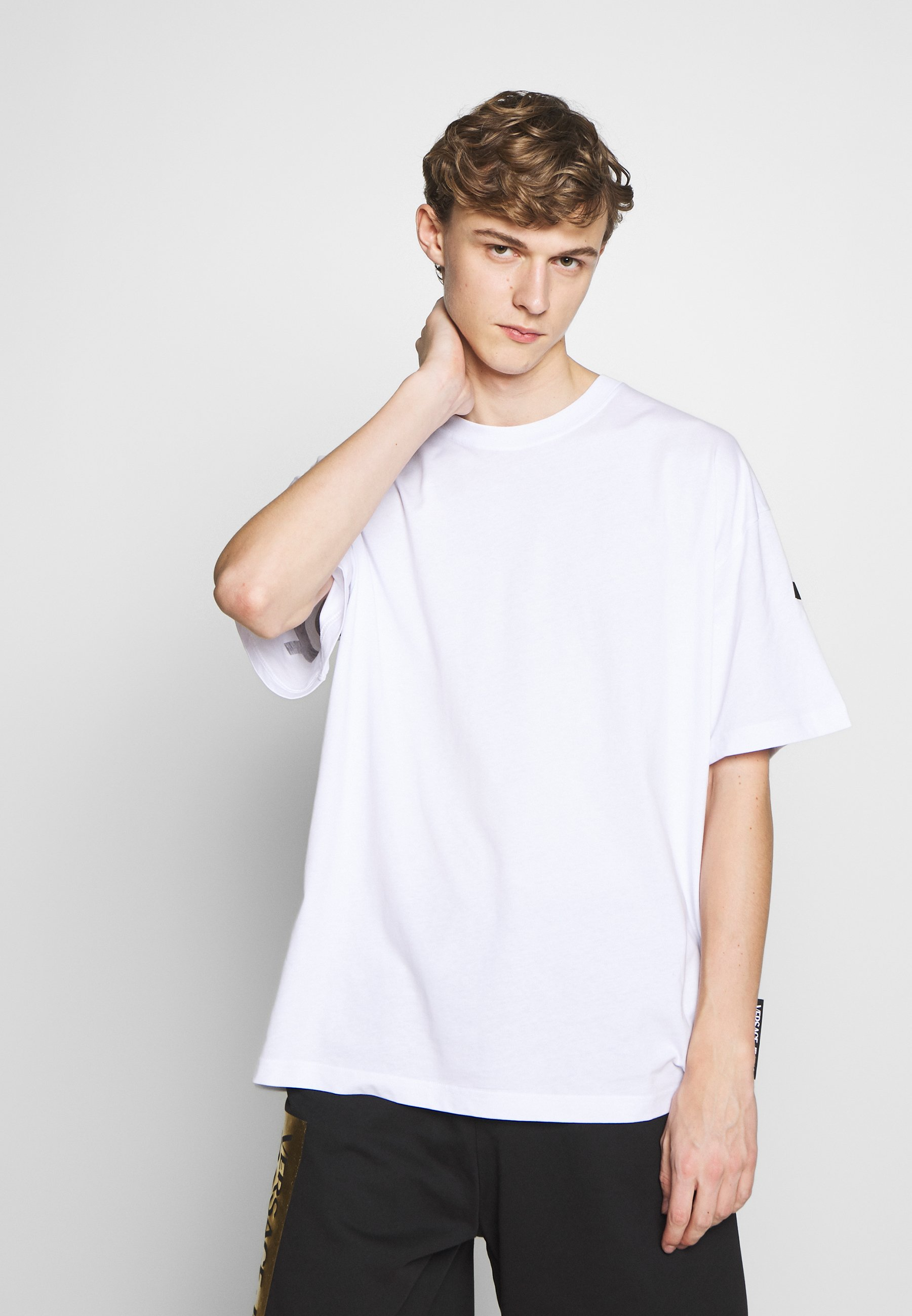 Versace Jeans Couture FIT BACK LOGO - T-shirt z nadrukiem - white