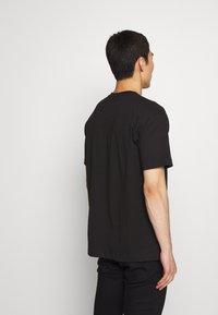 Versace Jeans Couture - LOGO - T-Shirt print - black - 2