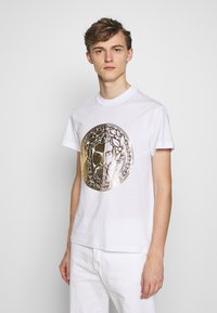 Versace Jeans Couture - WITHOUT THE BE BAROQUE PATCH - T-shirt imprimé - white - 0