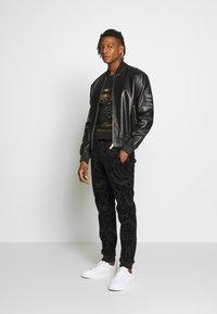 Versace Jeans Couture - LOGO SLIM - Print T-shirt - black - 1