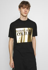 Versace Jeans Couture - FOIL LOGO WITHOUT THE 'BE BAROQUE' PATCH REGULAR FIT - T-shirt print - black - 0