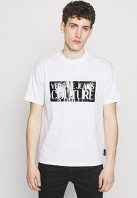 Versace Jeans Couture - BASIC LOGO REGULAR FIT - T-shirt print - white / black - 0