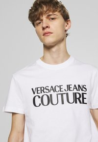 Versace Jeans Couture - BASIC LOGO - T-Shirt print - white - 3