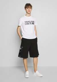 Versace Jeans Couture - BASIC LOGO - T-Shirt print - white - 1