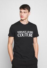 Versace Jeans Couture - BASIC LOGO - Triko spotiskem - black - 0