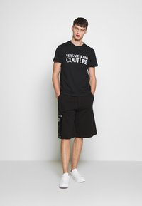 Versace Jeans Couture - BASIC LOGO - Triko spotiskem - black - 1