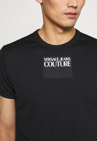 Versace Jeans Couture - SKINNY - T-shirt print - black - 5