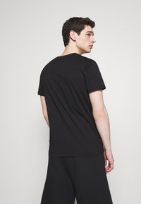 Versace Jeans Couture - SMALL FOIL LOGO - Print T-shirt - black - 2