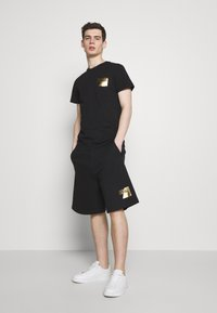 Versace Jeans Couture - SMALL FOIL LOGO - T-shirts print - black - 1