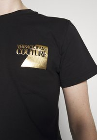 Versace Jeans Couture - SMALL FOIL LOGO - T-shirts print - black - 5
