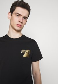 Versace Jeans Couture - SMALL FOIL LOGO - T-shirts print - black - 3