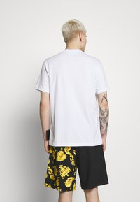 Versace Jeans Couture - LOGO TAPE - T-shirt print - white - 2