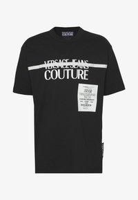 Versace Jeans Couture - LOGO TAPE - T-shirt imprimé - black - 5