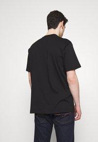 Versace Jeans Couture - LOGO TAPE - T-shirt imprimé - black - 2