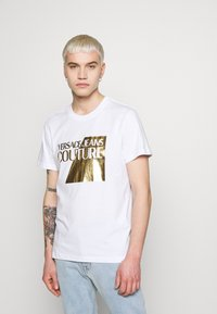 Versace Jeans Couture - FOIL LOGO - Triko spotiskem - white/gold - 0