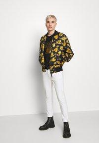 Versace Jeans Couture - FOIL LOGO - T-Shirt print - black - 1