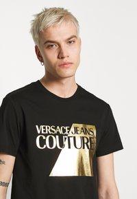 Versace Jeans Couture - FOIL LOGO - T-Shirt print - black - 4