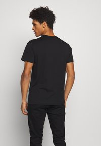 Versace Jeans Couture - COLOUR EMROIDERED LOGO - T-Shirt print - black - 2