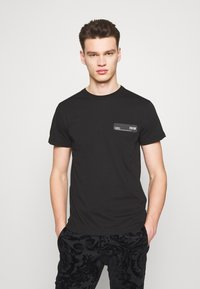 Versace Jeans Couture - LOGO PATCH - T-shirt print - black - 0