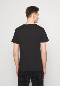 Versace Jeans Couture - LOGO PATCH - T-shirt imprimé - black
