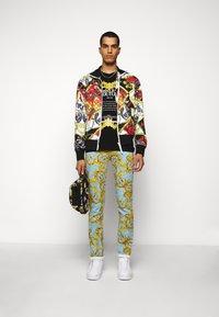Versace Jeans Couture - MOUSE - T-shirt imprimé - black - 1