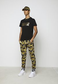 Versace Jeans Couture - MOUSE - T-shirt con stampa - black - 1