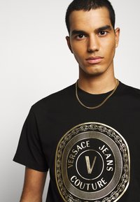 Versace Jeans Couture - MOUSE - T-shirts print - black - 3